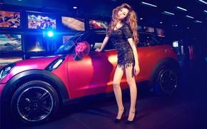 Картинка авто, взгляд, Девушки, азиатка, красивая девушка, MINI, стоит над машиной