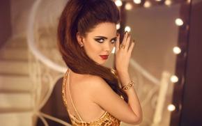 Картинка взгляд, девушка, рука, макияж, прическа, украшение, glamour, маникюр, jewelry