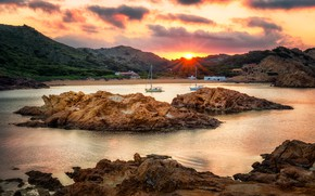 Картинка пляж, небо, солнце, облака, деревья, закат, горы, камни, яхты, вечер, залив, домики, Испания, Balearic Islands, ...