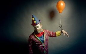 Картинка человек, шарик, клоун, наручники