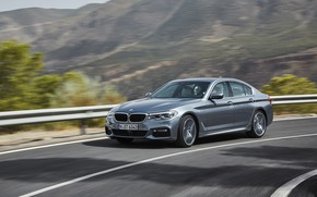 Картинка дорога, горы, серый, движение, растительность, BMW, седан, 540i, 5er, M Sport, четырёхдверный, 2017, 5-series, G30