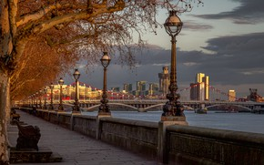 Картинка деревья, мост, река, Англия, Лондон, фонари, набережная, London, England, River Thames, Chelsea Bridge, Мост Челси, ...