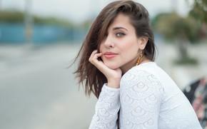 Картинка взгляд, девушка, поза, модель, портрет, макияж, прическа, шатенка, красивая, сидит, в белом, боке, Natalia, Esteban …