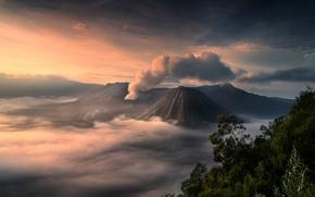 Картинка остров Ява, дым, пепел, свет, Индонезия, Ява, туман, Бромо, вулканический комплекс Тенгер, остров, национальный парк …