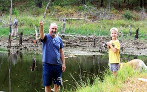 Картинка рыбалка, рыба, мальчик, мужчина, удочка, улов