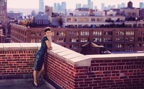 Картинка крыша, город, поза, модель, дома, макияж, фигура, платье, актриса, брюнетка, прическа, красивая, фотосессия, сексуальная, Health, …