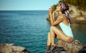 Картинка море, купальник, поза, Mark Tiu, Rhiana Long