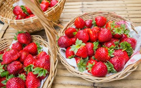 Картинка клубника, fresh, wood, sweet, ягоды, berries, красные, спелая, strawberry