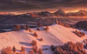 Обои лес, зима, горы, церковь, снег, свет