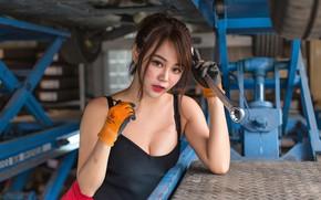 Картинка взгляд, девушка, секси, ключ, азиатка, автомастерская