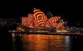 Обои темнота, блики, черный, Австралия, полоски, люди, здания, вода, цвет, огни, город, яркие цвета, мегаполис, шоу, ...