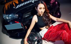 Картинка авто, взгляд, Девушки, шлем, Mitsubishi, азиатка, красивая девушка, сидит над машиной