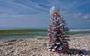 Картинка море, праздник, побережье, шар, шарик, бусы, ракушки, ёлочка, шишка