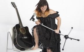 Картинка девушка, музыка, гитара, микрофон