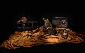 Картинка цветок, путешествия, лампа, сундук, натюрморт, ключи, музыкальный инструмент, приемник