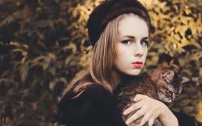 Картинка кошка, взгляд, девушка, шапка, боке