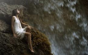 Картинка девушка, капли, водопад, ножки, Maria Nita