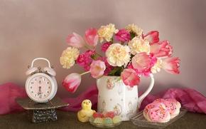 Картинка цветы, букет, печенье, будильник, тюльпаны, натюрморт, мармелад, гвоздики