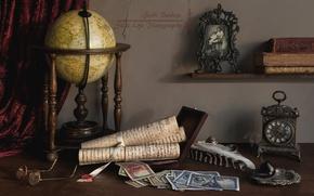 Обои свитки, фото, очки, натюрморт, деньги, часы, трубка, глобус, книги, перо
