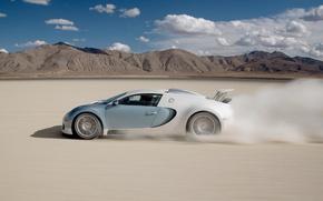 Картинка песок, небо, горы, скорость, пыль, Bugatti