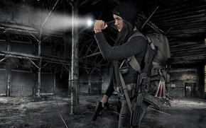 Обои девушка, лицо, оружие, луч, автомат, фонарик, развалины, ранец