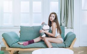 Картинка взгляд, комната, диван, ножки, азиатка, милашка