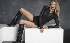 Картинка взгляд, девушка, поза, модель, сапоги, ножки, красотка, кофта, Martha Hunt