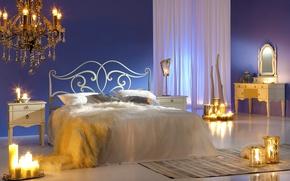 Обои дизайн, огонь, кровать, подушки, свечи, зеркало, люстра, постель, шторы, спальня