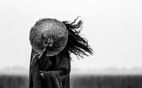 Картинка девушка, ветер, волосы, шляпа, ч/б