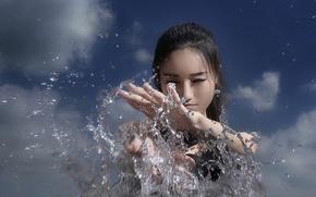 Картинка небо, вода, девушка, брызги, азиатка