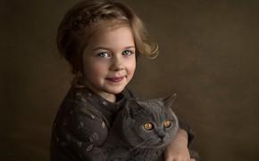 Обои лицо, улыбка, фон, настроение, кошка, взгляд, девочка