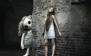 Обои город, босая, ночнушка, стена, кукла, девушка, сон