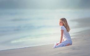 Картинка песок, прибой, девочка, Edie Layland