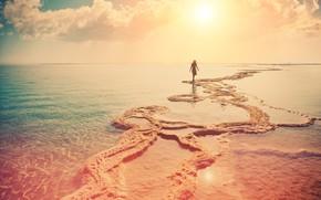 Картинка песок, вода, девушка