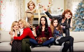 Обои комната, диван, постер, подарки, Kristen Bell, ёлка, Cheryl Hines, Мила Кунис, комедия, Susan Sarandon, Mila ...