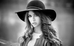 Картинка взгляд, девушка, фон, модель, портрет, шляпа, макияж, прическа, черно-белое, красивая, Melissa, боке, Lods Franck
