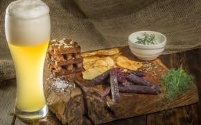 Картинка бокал, пиво, укроп, соус, чипсы, колбаски, сухарики