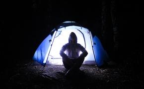 Картинка свет, ночь, палатка, мужчина, путешествие, приключение, кемпинг, max walmer