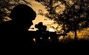 Обои ночь, оружие, солдат