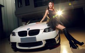 Картинка взгляд, Девушки, BMW, азиатка, красивая девушка, оперлась на авто, белый авто