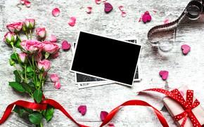 Картинка цветы, фото, розы, букет, рамка, лепестки, подарки, сердечки, love, vintage, photo, wood, pink, romantic, hearts, …