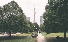 Картинка Toronto, Канада, башня, Canada, тропинка, Торонто, люди, деревья, CN Tower, Си-Эн Тауэр, отдых, парк
