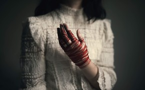 Картинка девушка, рука, нитки, ладонь