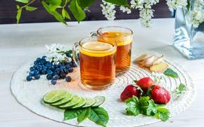 Обои черника, клубника, кружки, чай, лимон, натюрморт