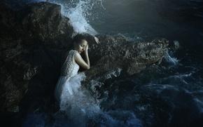 Картинка волны, девушка, брызги, камни
