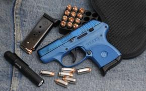 Картинка пистолет, фонарик, патроны, Ruger