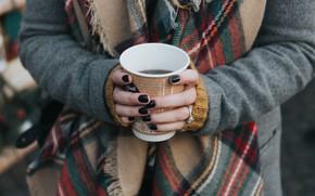Картинка девушка, кофе, руки, стаканчик