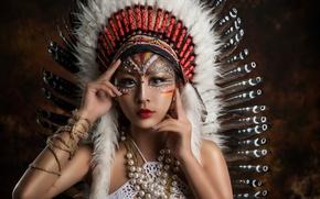 Обои азиатка, макияж, роуч, украшения, руки, перья, взгляд, стиль