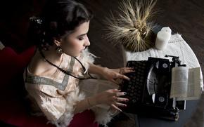 Обои девушка, печатная машинка, колосья, маникюр, машинистка