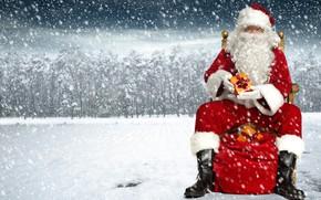Обои Дед Мороз, шуба, Новый год, боке, шапка, Рождество, деревья, сапоги, фон, снег, красный, сидит, очки, ...